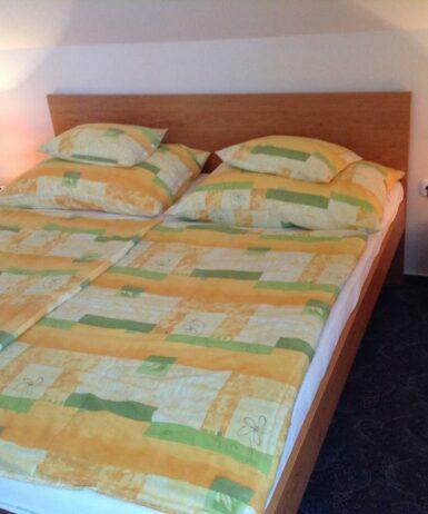 Ein Bett oder Betten in einem Zimmer der Unterkunft Ágota Apartman