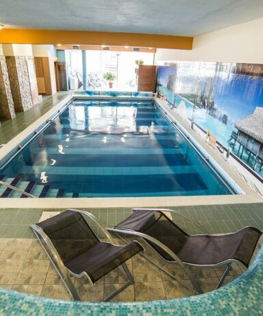 Der Swimmingpool an oder in der Nähe von Art Hotel
